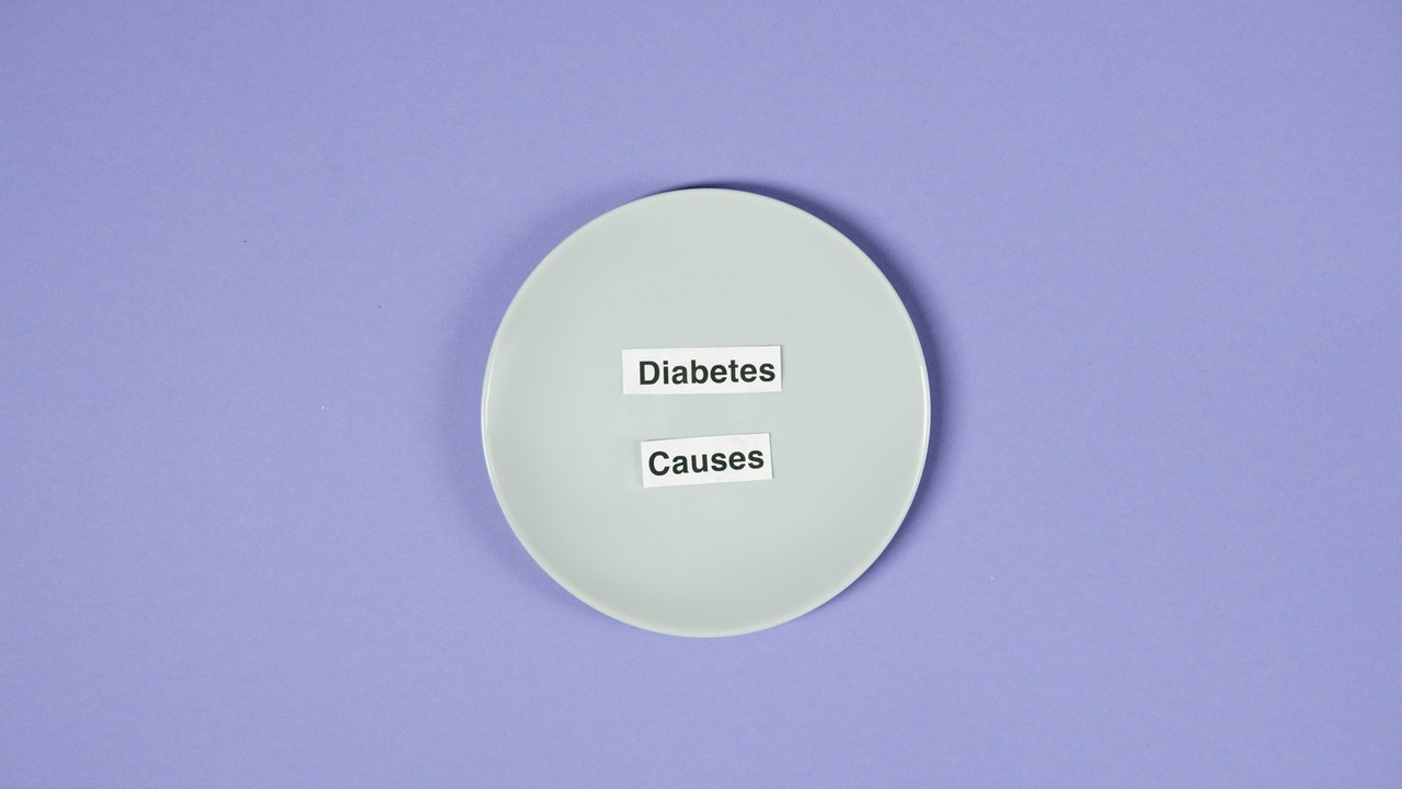 plate with pieces of paper written diabetes causes